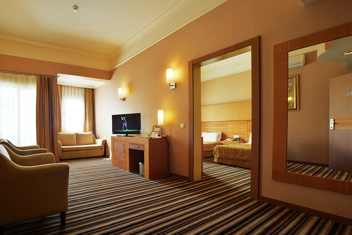 Family room grand cettia hotel grand cettia hotel for Family room accommodation